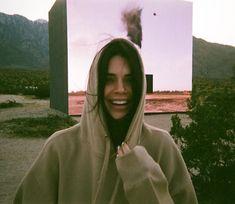 Kendall Jenner sports a bikini and cooks with mom Kris in Pa.-Kendall Jenner sports a bikini and cooks with mom Kris in Palm Springs Smile! Kendall rocked a fleece hooded sweatshirt as she shared a makeup-free photo standin… - Kendall Jenner Outfits, Kendall Jenner Make Up, Trajes Kylie Jenner, Kendall Jenner Instagram, Kendall Jenner Snapchat, Kendall Jenner Tumblr, Kendall Jenner Photos, Kendalll Jenner, Kris Jenner