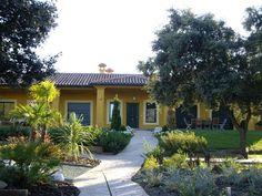 #Casas #Contemporaneo #Exterior #Jardín #Sillas #Mesas de centro #Puertas #Fachada #Vidrio #Plantas #Tejado #Arboles #Ventanas