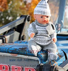dukkeklær til babyborn oppskrifter Baby Knitting Patterns, Baby Patterns, Baby Born, American Girl, Knits, Doll Clothes, Free Pattern, Crochet Hats, Dolls