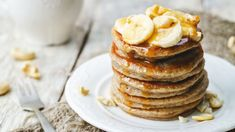 Turn overripe, blackened bananas into sweet, fluffy fancakes. This banana pancake recipe yields gloriously fluffy pancakes that everyone will like. Banana Protein Pancakes, Peanut Butter Pancakes, Peanut Butter Banana, Vegan Pancakes, Fluffy Pancakes, Buttermilk Pancakes, Banana Nut, Pancake Healthy, Healthy Brunch