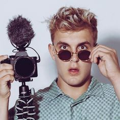 """Im Jake Paul. Im live in Los Angeles, & have a crazy life! Keep up :) The squad """"Team & I are always making comedy vids, acting, doing act. Logan Jake Paul, Jake Paul Merch, Jake Paul Team 10, Jake Paul Youtube, Harvey Mills, Girl Drama, Famous Youtubers, Martinez Twins, Cool Kids"""