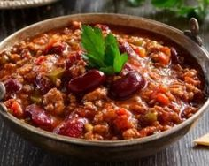 Chili recipe con carne fast and light to warm. Easy and quick to make, tasty and dietetic. Ingredients, preparation and associated recipes. Best Chili Recipe, Chili Recipes, Mexican Food Recipes, Bean Recipes, Soup Recipes, Dinner Recipes, Slow Cooker Huhn, Slow Cooker Chicken, Veggie Chili