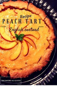 Crostata alle pesche con crema inglese. Peach tart with English custard.