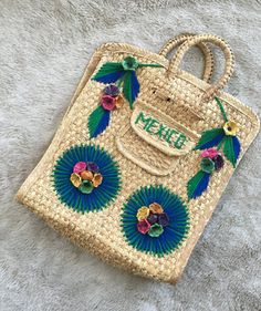 vintage straw Mexican souvenir hand bag yarn and flower detailing top handle…