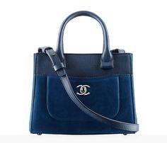 The latest Handbags collections on the CHANEL official website Chanel Purse, Chanel Handbags, Fashion Handbags, Purses And Handbags, Fashion Bags, Chanel Bags, Moda Chanel, Ankara Bags, Sacs Design