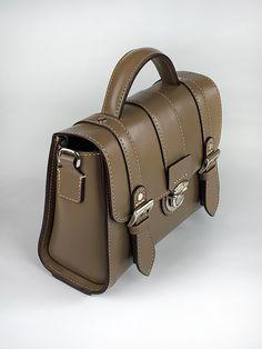 [할인]뉴미니 사첼백_22   아이디어스 - 핸드메이드, 수공예, 수제 먹거리 Briefcase, Men's Style, Leather Handbags, Shoulder Bags, Satchel, Mens Fashion, Leather, Male Style, Moda Masculina