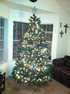 My beautiful turquoise Christmas tree :)