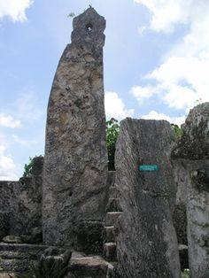 The 28 Ton Obelisk Aligned with North Star. Yah does not like Obelisks for their symbolism of false gods. Homestead Florida, Coral Castle, Old Houses, Mount Rushmore, Gate, Mountains, Rock, Stone, Architecture