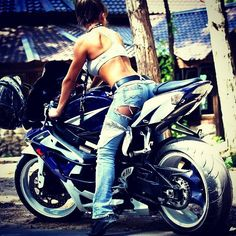 Hot girl on a hot bike?? Mmm, yes please ;)