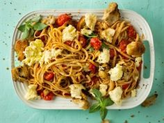 Warm caprese-spaghetti Easy Delicious Recipes, Yummy Food, Spaghetti, Warm, Meals, Ethnic Recipes, Delicious Food, Meal, Yemek
