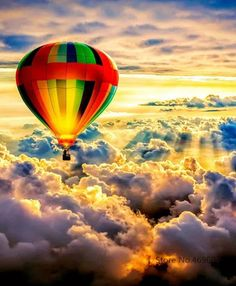 Ride in a hot air ballon! Pretty Pictures, Cool Photos, Air Balloon Rides, Hot Air Balloons, Balloon Clouds, Air Ballon, Above The Clouds, Belle Photo, Beautiful Landscapes