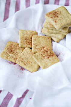 Crespillos (galletas saladas de pimentón)