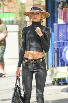 Kimberley Garner in a black tight shirt looking exquisitly Beautiful Fashion 2020, Fashion Models, Girl Fashion, Fashion Outfits, Womens Fashion, Vogue Fashion, Fashion Hair, Garner Style, Beauté Blonde