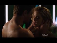 Arrow Oliver and Felicity First Kiss Oliver And Felicity Kiss, Arrow Felicity, Arrow Comic, Stephen Amell Arrow, Arrow Cast, First Kiss, Stranger Things, Netflix, It Cast