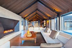 The Lodge at the Hills - Queenstown - South Island - New Zealand - Luxury Vacation Rentals - Modern Architecture House, Architecture Design, Glass Cabin, Modern Barn House, Modern Farmhouse Exterior, Beautiful Villas, House Layouts, Luxurious Bedrooms, Luxury Homes