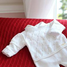 Saída de Maternidade Losangos com Pérolas Branco                                                                                                                                                                                 Mais