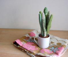 Stuffed fabric plants by Sian Keegan // via Design*Sponge Soft Sculpture, Sculptures, Tapas, Jade Plants, Perfect Plants, Contemporary Garden, Plant Design, Crafts, Beautiful