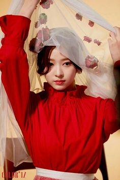 IZ*ONE The members consist of Jang Wonyoung, Miyawaki Sakura, Jo Yu… Kpop Girl Groups, Kpop Girls, Yuri, Korean Girl, Asian Girl, Korean Idols, Korean Style, Japanese Girl Group, Kim Min