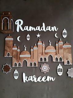Ramadan Kareem letters with decoration Ramadan Diy, Ramadan Crafts, Ramadan Mubarak, Ramadan For Kids, Ramadan Sweets, Hajj Mubarak, Eid Crafts, Decoraciones Ramadan, Ideas Habitaciones