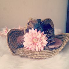Ibiza hat http://www.maybellejewels.nl/a-37356671/hoeden/ibiza-hoed-flower-feather-and-swarovski/