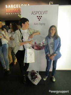 Reyes Faulo de 365 Grados en el stand de ASPOLVIT Anti-Aging - Pasarela Barcelona Bridal Week.