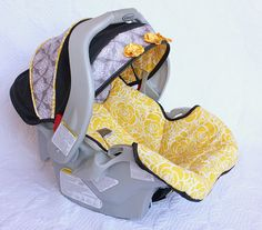 Recover a car seat! I have a brand new car seat that was given to me but it is in boy colors and we are having a baby girl, I have been looking for a cute girly car seat cover to use on it but can't really find one, perhaps I will just make my own! Sewing Tutorials, Sewing Hacks, Sewing Tips, Sewing Projects, Le Cosy, Do It Yourself Baby, Diy Couture, Baby Crafts, Kids Crafts