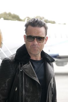 Robbie Williams chatted to reporters as he arrived in Australia.