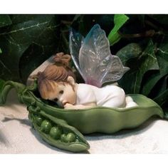 Baby Fairy in a pea