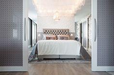 Makuuhuoneeseen saa rauhaa Alftan Designin liukuovilla, jotka sopivat täydellisesti muun asunnon hennon lilaan ja hopeaan värimaailmaan. #asuntomessut #yitasuntomessut #asuntomessut2014 #yitdramaqueen #yitdramaqueenmakuuhuone