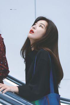 seulgi looking what? South Korean Girls, Korean Girl Groups, Ulzzang, Kang Seulgi, Red Velvet Seulgi, Kim Yerim, Bare Bears, Sooyoung, Red Riding Hood