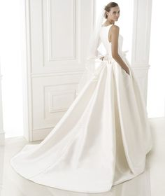 BARCAZA » Wedding Dresses » 2015 Costura Collection » Pronovias Shown with side Pockets at skirt (back)