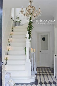 House Entrance Staircase Spaces 53 Ideas For 2019 Christmas Hallway, Christmas Home, Xmas, Simple Christmas, White Christmas, White Staircase, Hallway Inspiration, Modern Country Style, Small Hallways