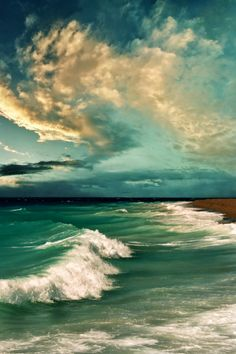 Clouds and waves work together to make a beautiful and interesting seascape.
