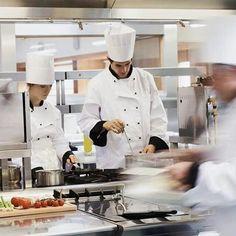 Did you know that perkembangan food and beverage di indonesia terus meningkat dari 5 tahun terakhir? Karena munculnya berbagai jenis restoran berdasarkan kriterianya, mulai dari fine dining restaurant sampai cafe dessert. Nah, kesempatan ini membuka peluang bagi para chef untuk mendapatkan pekerjaan yang sesuai dengan minat dan kemampuan mereka. . . #KitchenNetwork #ChefKnowledge #JobOpportunity