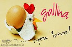 Gallina con cajas de huevos