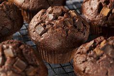 Ricetta muffin al cioccolato vegan - I muffin vegan al cioccolato sono l'ideale per iniziare la giornata in maniera gustosa e genuina: ecco come prepararli in casa.