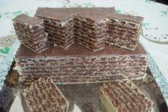 Prajitura no bake with foil Napoli Taneytown and chocolate bucataras. Romanian Desserts, Romanian Food, Food Cakes, Cupcake Cakes, Sweets Recipes, Cake Recipes, Yummy Treats, Delicious Desserts, Wafer Cookies