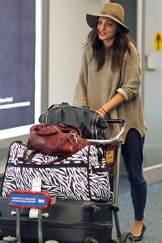 Casual Airport Style ; Phoebe Tonkin