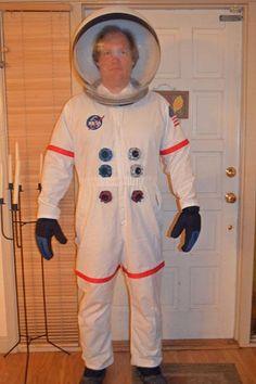"""Fato de astronauta - ver como fazer os """"botões"""". DIY Astronaut Costume : DIY astronaut costume"""