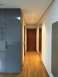 Circulação, iluminação, madeira e vidro... SCA