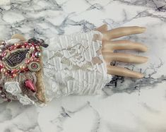 Handmade Unikate Schmuck/Wohndeko von UnikatStudioHerta auf Etsy Fingerless Gloves, Arm Warmers, Create, Shop, Etsy, Jewelery, Fingerless Mitts, Fingerless Mittens, Cuffs