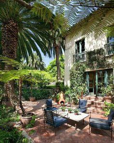 Casa colonial com jardim