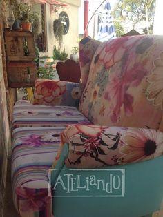 Ateliando - Customização de móveis antigos  Sofá antigo, customizações, cenários, peças, quintal, tudo atelier Ateliando no Tempo