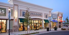 As part of a larger 1 million-square-foot, mixed-use development, Northborough Crossing is a 600,000-square-foot, open-air retail center featuring New England's first Wegmans supermarket, popular anchor stores, specialty shops and residential units.