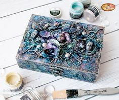 Video tutorial on how to create such an amazing mixed-media box by Ola Khomenok is up on our blog. https://loom.ly/fcj9voQ