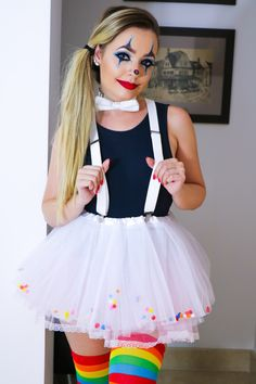 Definitive list of the 30 cutest (and easiest to copy) costumes to wear at Carnival ⋆ Lu Amaral Studio Halloween Clown, Cute Clown Costume, Clown Costume Women, Cute Halloween Costumes, Costumes For Women, Costume Women Diy, Cute Clown Makeup, Halloween Ideas, Circus Themed Costumes