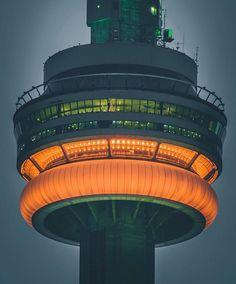 17 dazzling photos of Toronto at night Toronto Location, Downtown Toronto, Toronto City, Toronto Skyline, Visit Toronto, Toronto Ontario Canada, Torre Cn, Toronto Cn Tower, Toronto Photography