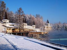 A világörökség része lehet a Hévízi-gyógytó. Near Future, Jacuzzi, Hungary, Spa, Wellness, Bath, Mansions, House Styles, Winter