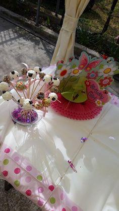 Dekoracija stola Garden Girl dekoracijom za stol, konfetima Happy Birthday i veselim stolnjakom s točkicama