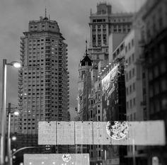 Gran Via con la Torre de Madrid al fondo